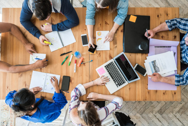 digital-workplace-collaboration-facebook-hardis-group-esn-ssii-grenoble-lyon-nantes-lille-paris-bordeaux